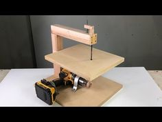 Woodworking Workshop, Woodworking Projects Diy, Woodworking Jigs, Wood Shop Projects, Diy Wood Projects, Diy Furniture Videos, Diy Table Saw, Wood Router, Homemade Tools