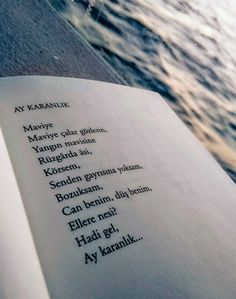 AY KARANLIK Maviye Maviye çalar gözlerin, Yangın mavisine Rüzgârda âsi, Körsem, Senden gayrısına yoksam, Bozuksam, Can benim, düş benim, Ellere nesi? Hadi gel, Ay karanlık... - Ahmet Arif #sözler #anlamlısözler #güzelsözler #manalısözler #özlüsözler #alıntı #alıntılar #alıntıdır #alıntısözler #şiir #edebiyat