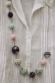 Inspiration @ luli: Necklace - crochet-covered wooden balls