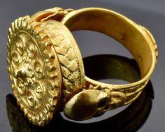 MUSEUM 18th Century Georgian gild silver&Garnets MEMENTO MORI SKULLS poison ring