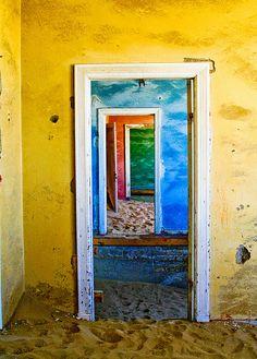 Kolmanskop, Namibia's abandoned mining town - BelAfrique your personal travel planner - www.BelAfrique.com