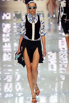 Versus Versace Spring 2004 Ready-to-Wear Fashion Show - Donatella Versace