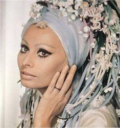 Sophia Loren – Kultò Hair Academy Carlo Ponti, Vintage Hollywood, Hollywood Glamour, Classic Hollywood, Hollywood Actresses, Hollywood Stars, Selena Quintanilla, Loren Sofia, Divas
