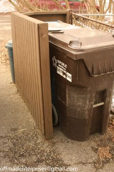 Trash can screen conceals two large rolling trash bins. Seen from access side Outdoor Trash Cans, Landscape Curbing, How Do You Stop, Garbage Can, Trash Bins, Outdoor Storage, Fun Projects, Curb Appeal, The Great Outdoors