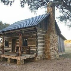 Spectacular Tips to create your dream log cabin in the mountains or next to a river. A peaceful environment to take refuge from our crazy life. Log Cabin Living, Small Log Cabin, Log Cabin Kits, Tiny House Cabin, Little Cabin, Log Cabin Homes, Cozy Cabin, Old Cabins, Tiny Cabins