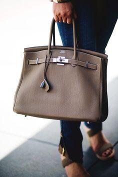 hermes birkin action shot - such beauty! Sac Birkin Hermes, Hermes Purse, Hermes Bags, Mk Bags, Trendy Handbags, Best Handbags, Pink Handbags, Purses And Handbags, Spring Bags