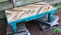 Chevron coffee table made with pallets and painted with Annie Sloan's Chalk Paint in color Florence. Love this!