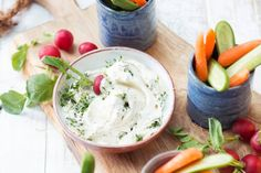Met een heerlijk zachte dip zijn groenten meer dan welkom bij de borrel - Recept - Allerhande