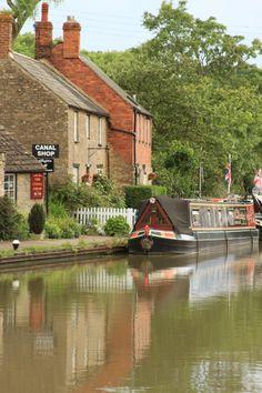 Stoke Bruerne on the Grand Union #Canal    Copyright: Simon Murdoch #Photography  http://www.simonmurdoch.co.uk/
