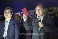 '새누리당 해체'에 열광, 중앙선관위 책임론 본격 제기