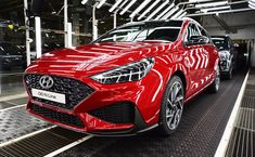Hyundai i30 už se vyrábí v modernizované verzi! Byli jsme u toho. Malm, Tucson, Santa Fe, Bmw, Vehicles, Sports, Hs Sports, Car, Sport