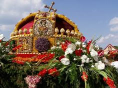 Debrecen Flower Carnival, the Hungarian Holy Crown of flowers - Debrecen, Hungary Heart Of Europe, My Roots, Travel And Leisure, Wonders Of The World, Gingerbread, Christmas Ornaments, Holiday Decor, Flowers, Beautiful