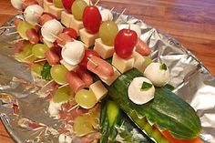Gurkenkrokodil 32 Nutella, Deli Tray, Cobb Salad, Asparagus, Table Decorations, Vegetables, Party, Trays, Dishes