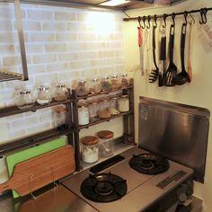 Leahさんの、IKEA,セリア,インテリアシート,ダイソー,白レンガ壁紙,スパイスラック DIY,すのこ DIY,フック,まな板,キッチン,のお部屋写真