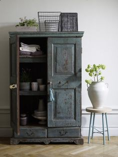 old style / cabinet / rustic / grey / shaby / furtniture