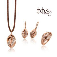 bbLux Diamond Set - from b+b Burkhardt + Bischoff GmbH + Co Gold Necklace Simple, Diamond Pendant Necklace, Diamond Jewelry, Jewelery, Silver Jewelry, India Jewelry, Jewelry Sets, Jewellery Sketches, Gold Jewellery Design