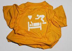Camiseta amarilla del love hotel hlapaloma.com superlovehotels.com barcelona   raval   eixample   hotel para parejas   habitaciones por horas   love motel   bcn   estudiomerino   sex design   cool sexy   graphic design