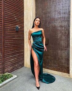 Pretty Prom Dresses, Ball Dresses, Elegant Dresses, Evening Dresses, Formal Dresses, Dark Green Prom Dresses, Green Party Dress, Green Evening Dress, Prom Outfits
