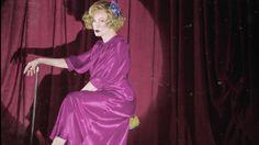 Durante o episódio de American Horror Story de ontem, nos EUA, a atriz Jessica Lange arrasou quando cantou uma das músicas de Lana Del Rey. Ouça aqui!