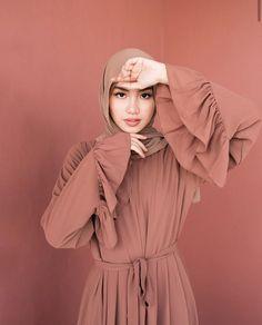 Modest Fashion Hijab, Modern Hijab Fashion, Street Hijab Fashion, Casual Hijab Outfit, Hijab Fashion Inspiration, Hijab Dress, Abaya Fashion, Muslim Fashion, Fashion Outfits