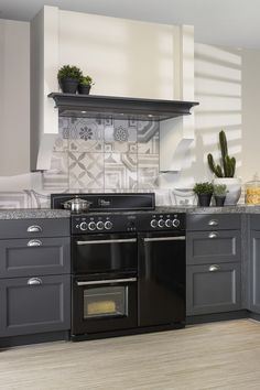 Black stove in a gray country kitchen. Equipped with fireplace and decorative frame . - Black stove in a gray country kitchen. Equipped with fireplace and decorative frame. Kitchen Decor, Kitchen Cabinets, Kitchen Colors, Kitchen, French Interior, Kitchen Wall Colors, Kitchen Wall Decor, Contemporary Kitchen, Country Kitchen