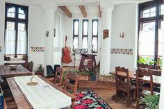 La Conac - Loc de Traditie Romaneasca | Galerie Interior Old Country Houses, Rustic Restaurant, Traditional House, Interior Architecture, Gallery Wall, Outdoor Decor, Room, Interiors, Design
