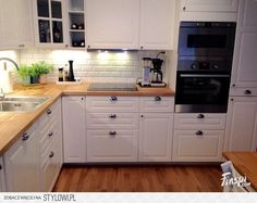 ikea bodbyn – don& like the look of this kitche… na Stylowi.pl ikea bodbyn – don& like the look of this kitche… na Stylowi. Ikea Bodbyn Kitchen, New Kitchen Cabinets, Kitchen Walls, Kitchen Sink, White Ikea Kitchen, Tv Cabinets, Kitchen Furniture, Kitchen Decor, Decorating Kitchen