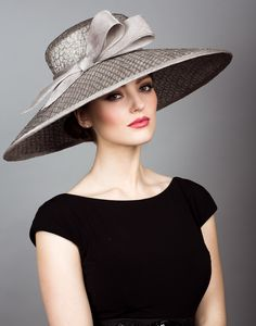 Mesh straw picture hat with straw bow.