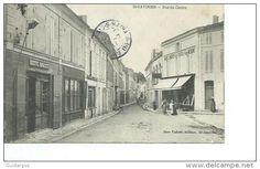 17-SAINT-SAVINIEN-Magasin dans la rue du Centre Animé