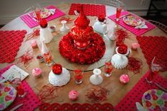Beautiful Valentine's Day Table decorations @ Be Creative Mary