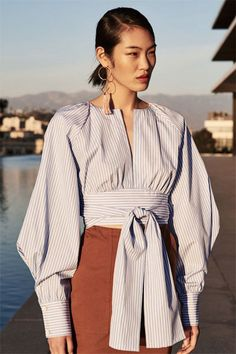Ideas you might love has never been so Chic! Since the beginning of the year many girls were looking for our Chic guide and it is finally got released. Now It Is Time To Take Action! Fashion 2020, Look Fashion, Hijab Fashion, Fashion Dresses, Womens Fashion, Fashion Design, Fashion News, Blouse Styles, Blouse Designs