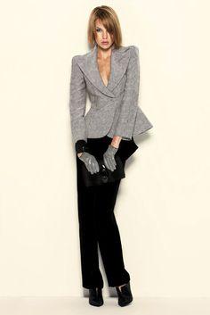 Giorgio Armani Pre-Fall 2010 Fashion Show Office Fashion Women, Womens Fashion For Work, Work Fashion, Runway Fashion, Fashion Show, Fashion Outfits, Women's Fashion, Fashion History, Armani Jacket