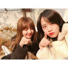 ;; Lisa and Jisoo