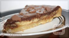 Here is another recepie request from a fan, the famous DaimTart which is sold at Ikea. This Tart is made with almond flour, covered with a condensed sweetened milk cream and crushed daim candies and chocolate. Daim Cake, Ikea, Almond Flour, Food Hacks, Cake Recipes, Favorite Recipes, Sweets, Candy, Chocolate