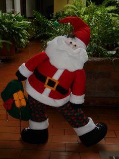 EL TALLER DE ROSA: MUÑECOS 2011 Christmas Humor, Christmas Crafts, Xmas, Christmas Ideas, Fabric Decor, Fabric Crafts, Christmas Fabric, Dory, Elf On The Shelf