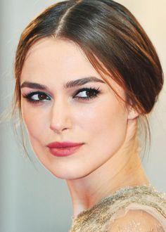 Essayez le look beauté élégant et moderne de Keira Knightley