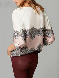 Camisa Branca e Rosa com Detalhes Étnicos e Florais