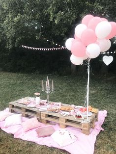 JGA - ideas- Ideas for the bachelor party. A cozy picnic with delicious food and great games Picnic Decorations, Birthday Party Decorations, Party Themes, Party Ideas, Balloon Decorations, Gift Ideas, Backyard Birthday, Picnic Birthday, Festa Party