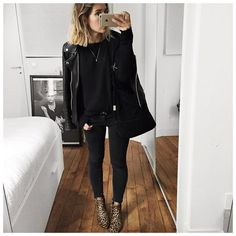 All Black Outfit Ideas With Leather Jacket For You To Look Awesome 47 Mode Outfits, Casual Outfits, Fashion Outfits, Black Outfits, All Black Outfit For Work, Fashion Weeks, Fall Winter Outfits, Autumn Winter Fashion, School Run Style