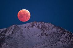 Lunar Eclipse/Blood Moon over Pikes Peak, Lars Leber