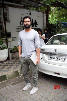 Mumbai: Vicky Kaushal seen at Mumbai's Juhu - Social News XYZ Bollywood Celebrities, Bollywood Actress, Ralph Fiennes, Man Crush Everyday, Star Cast, Army Love, Pant Shirt, Bollywood Stars, Dream Guy