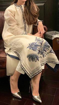 Fancy Dress Design, Stylish Dress Designs, Designs For Dresses, Pakistani Fashion Party Wear, Pakistani Outfits, Indian Fashion, Simple Pakistani Dresses, Pakistani Dress Design, Kurta Designs Women