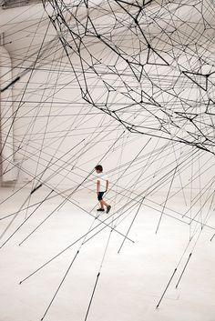 Installation by Tomas Saraceno >> Modern Art, Contemporary Art, Arte Linear, Instalation Art, Art Moderne, Sculpture Art, Metal Sculptures, Abstract Sculpture, Bronze Sculpture
