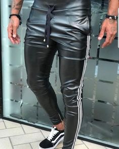 Dj Leather Trousers Outfit, Mens Leather Pants, Tight Leather Pants, Latest Mens Fashion, Urban Fashion, Latex Men, Sport Outfits, Sexy Men, Menswear