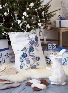 Sac de toile blanche brodé de boules de Noël en bleu métallique