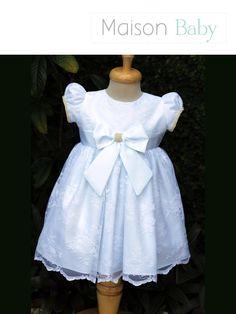 Vestido infantil branco feito em renda. Perfeito vestido para Dama de Honra, aniversários, batizados ou casamento