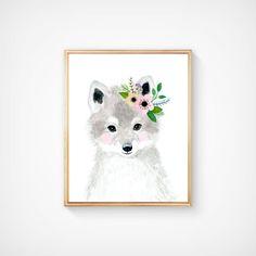 Deze dierlijke kunst drukt functies in een siteverzameling een set van 6 prenten van mijn bloem gekroond dieren kunst aan de muur. De collectie bevat portretten van een uil, hert, Vos, egel, Beer en konijn.  Als, echter, u zou willen om het even welk van hen te ruilen voor een ander stuk in mijn winkel, gelieve te geven me een bericht over welke dieren wilt u ruilen.  Materialen: Op mooie hoge kwaliteit afgedrukt, gratis archivering en zure fluweel fine art papier met behulp van…