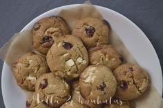 Hella & houkutus: Ihan parhaat valkosuklaa-karpalo cookiet #keksit