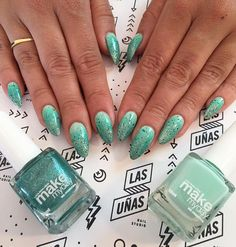 Amamos los degrade en verdes!!! #Conny & #Jade by @makemybeautyday #nails #acrylicnails #notd #npa #pointynails #mk #green #ombre #degrade #instanails #ESTOESLASUNIAS #LASUÑASnailstudio