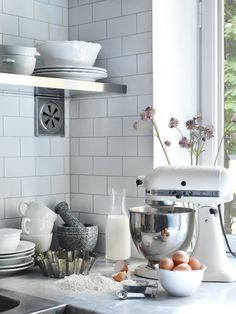 white subway tile gray grout- cannot decide on either white or gray grout for kitchen backsplash, votes?